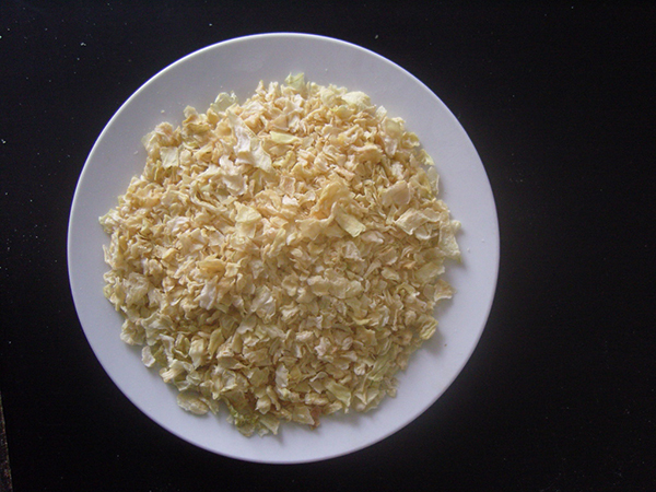 Yellow onion flakes